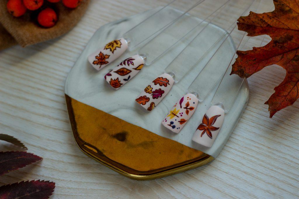 jesień na paznokciach